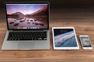 apple iphone smartphone desk
